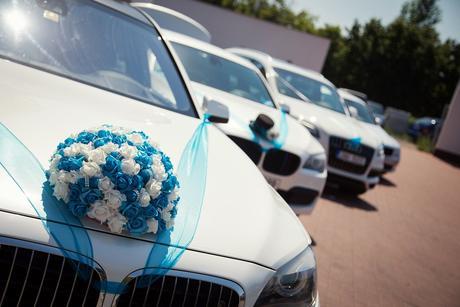 Dekorace na auto nevěsty a ženicha.,