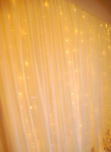 Světelný LED závěs 3 x 3 m, teplá bílá. Pronájem.,