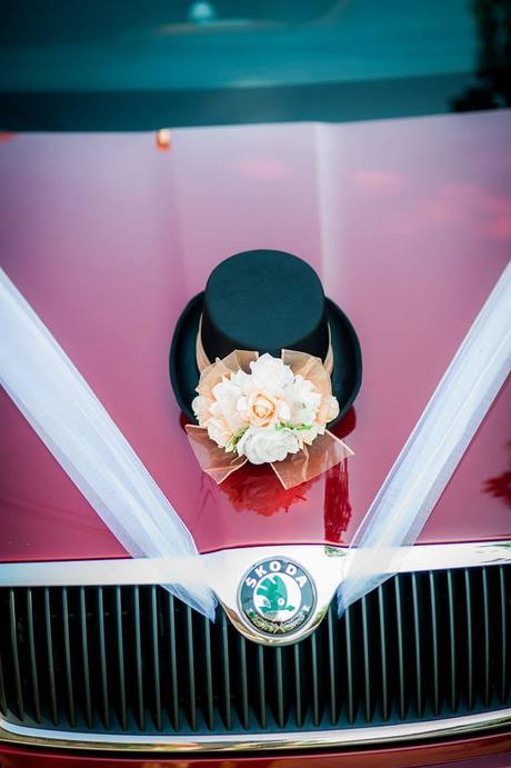 Vyrobíme dekorace na auto nevěsty a ženicha,