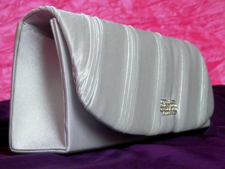 Saténová kabelka zdobena štrásovou sponou č.3,