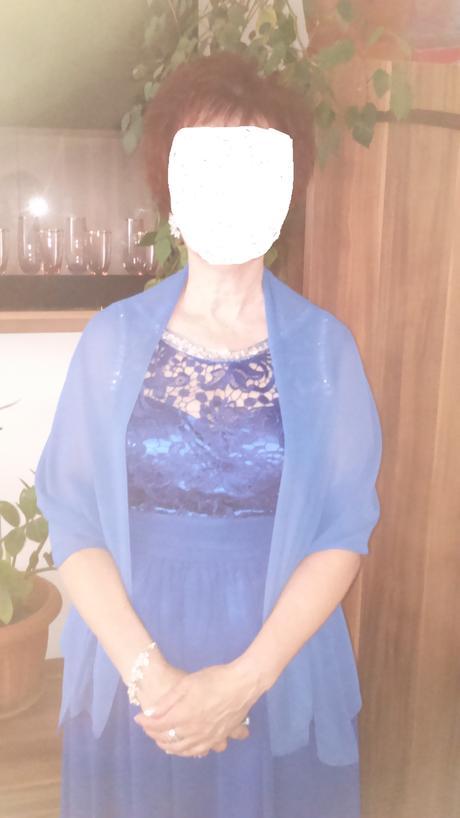 Modré spoločenské šaty, 42