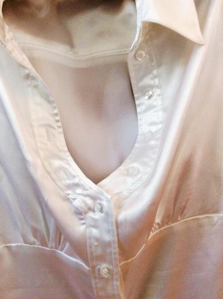 Bílá saténová košile, 38