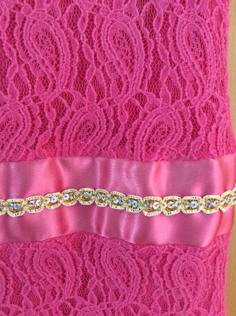 Krajkové růžové šaty, 36