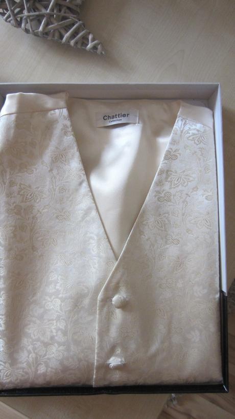 svatební vesta s regatou, barvy šampaň, 52