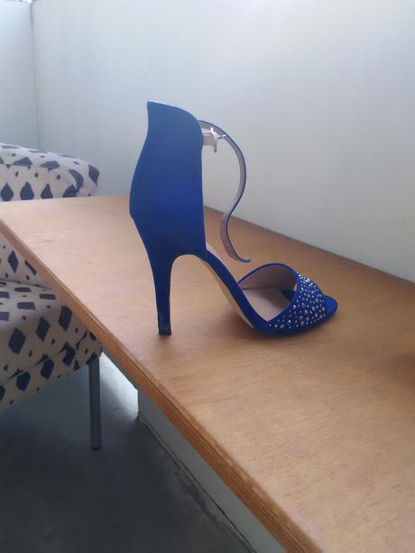 Společenské sandaly, 37