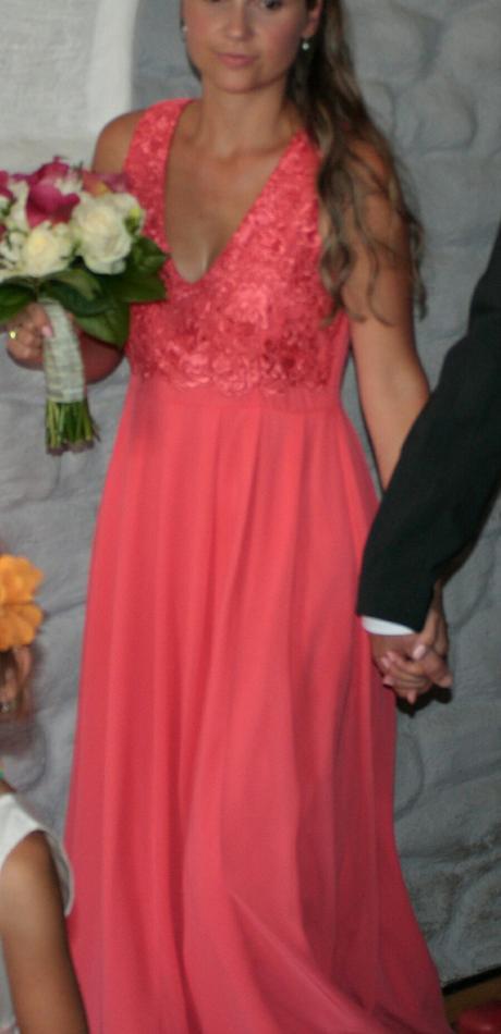 Plesové, maturitní či netradiční svatební šaty , 38