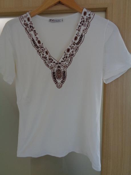 Bílé tričko s hnědou výšivkou s korálky, XL