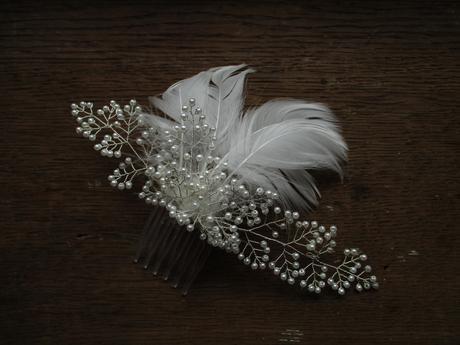 Svatební hřebínek s peříčky,