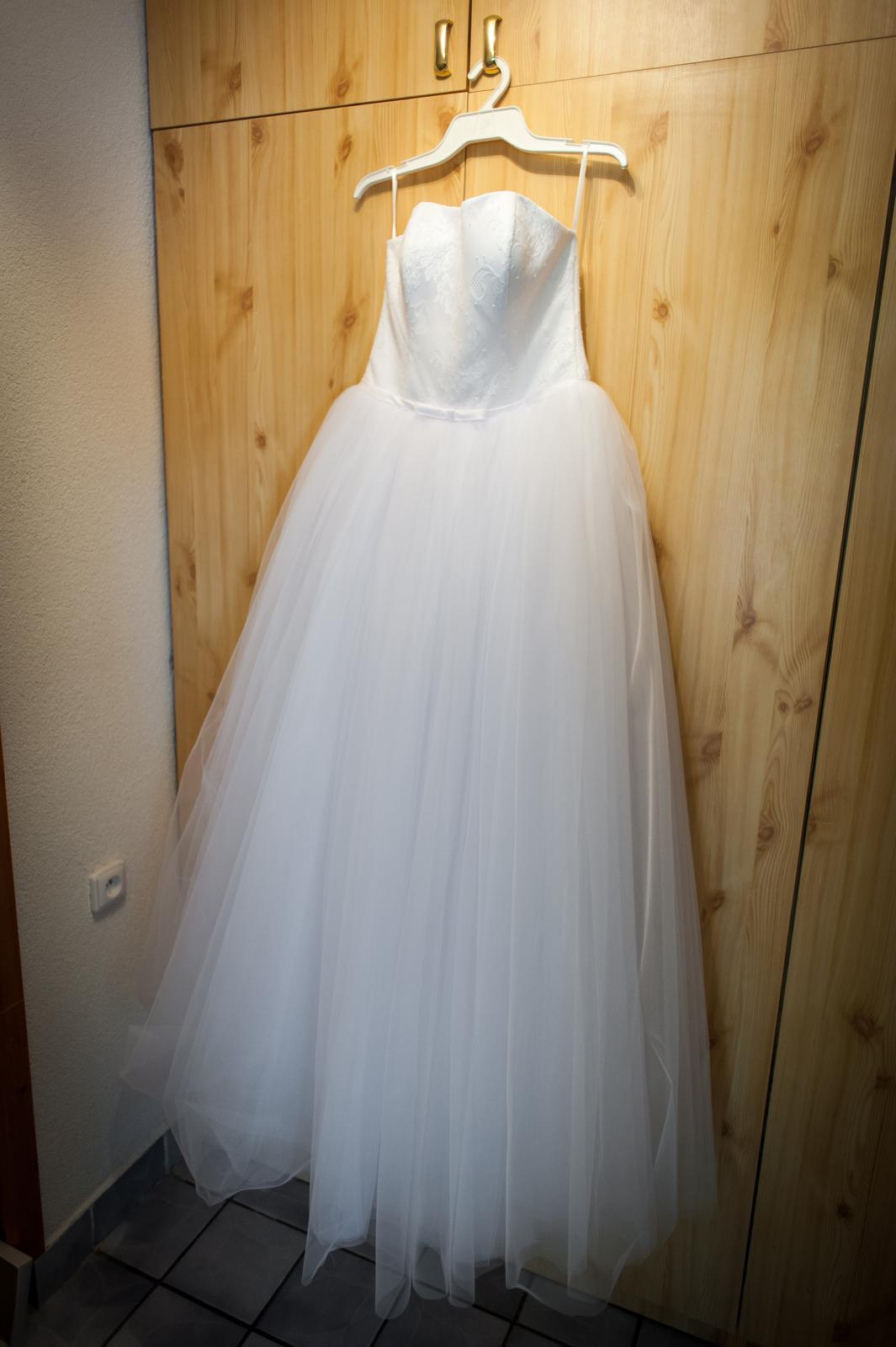 Snehobiele princeznovské svadobné šaty 40-44 db4c7a0b635