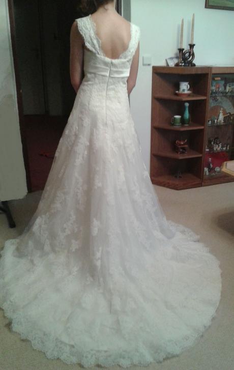 Nepoužité krajkové svatební šaty, 36