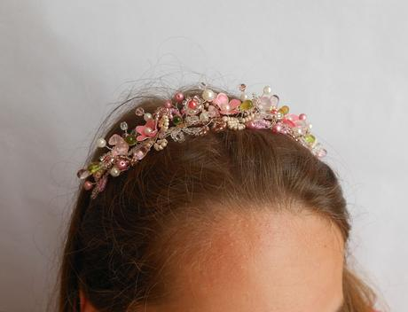 Růžová korálková čelenka,