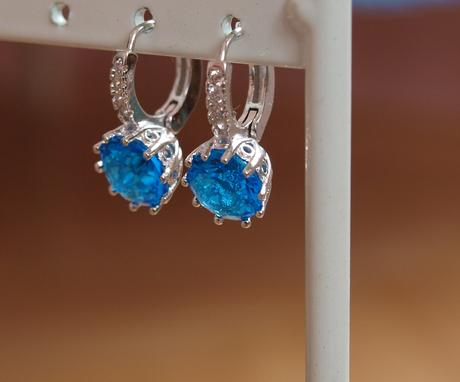 Náušnice s modrými kamínky,