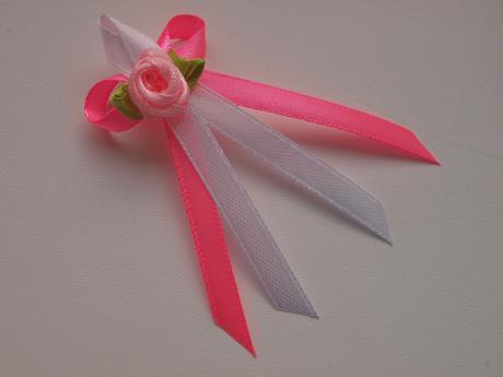 Růžové vývazky s růžičkou,