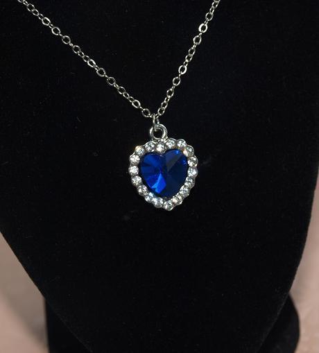 Set náhrdelníku a náušnic s modrým kamenem,