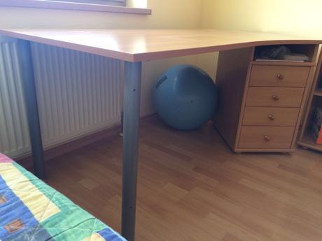 Pracovny stol,