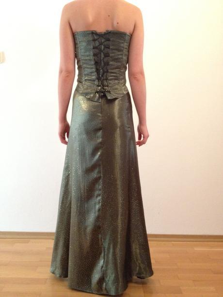 Korzetové šaty s poštou, S