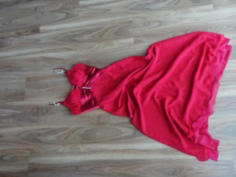 Spoločenské šaty , 36