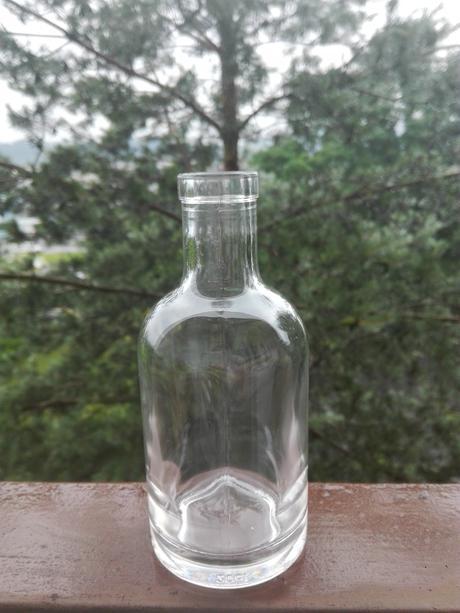 Malé fľaštičky/vázičky,