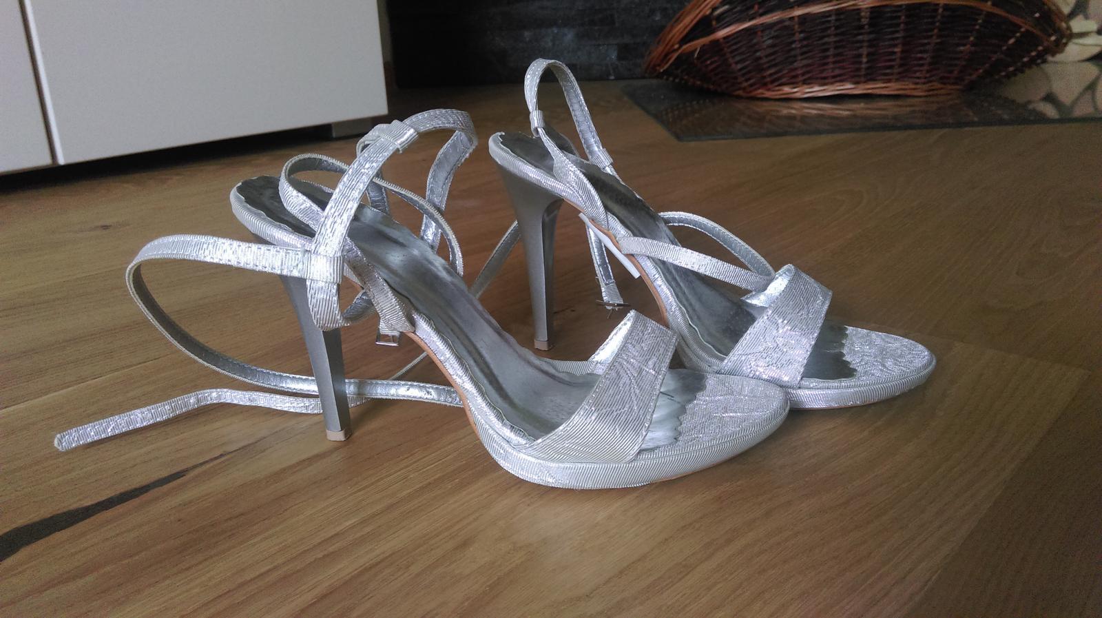 f86e4f13aa34c Strieborné sandálky, 35 - 17 € | Svadobný bazár | Mojasvadba.sk
