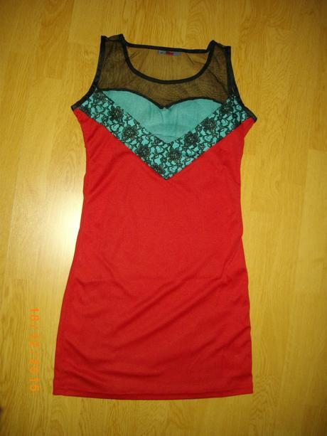 červené šaty, 36