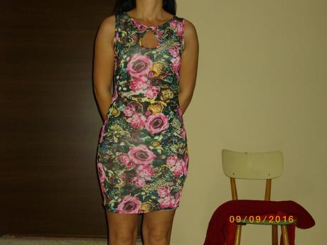 kvietkované šaty, M