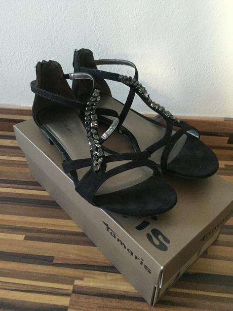 Černé semišové sandály zdobené kamínky Tamaris, 40