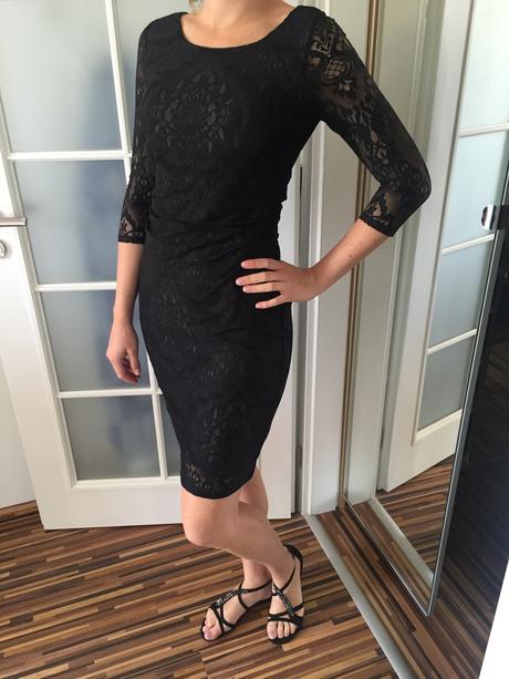 Krajkové společenské šaty, 38