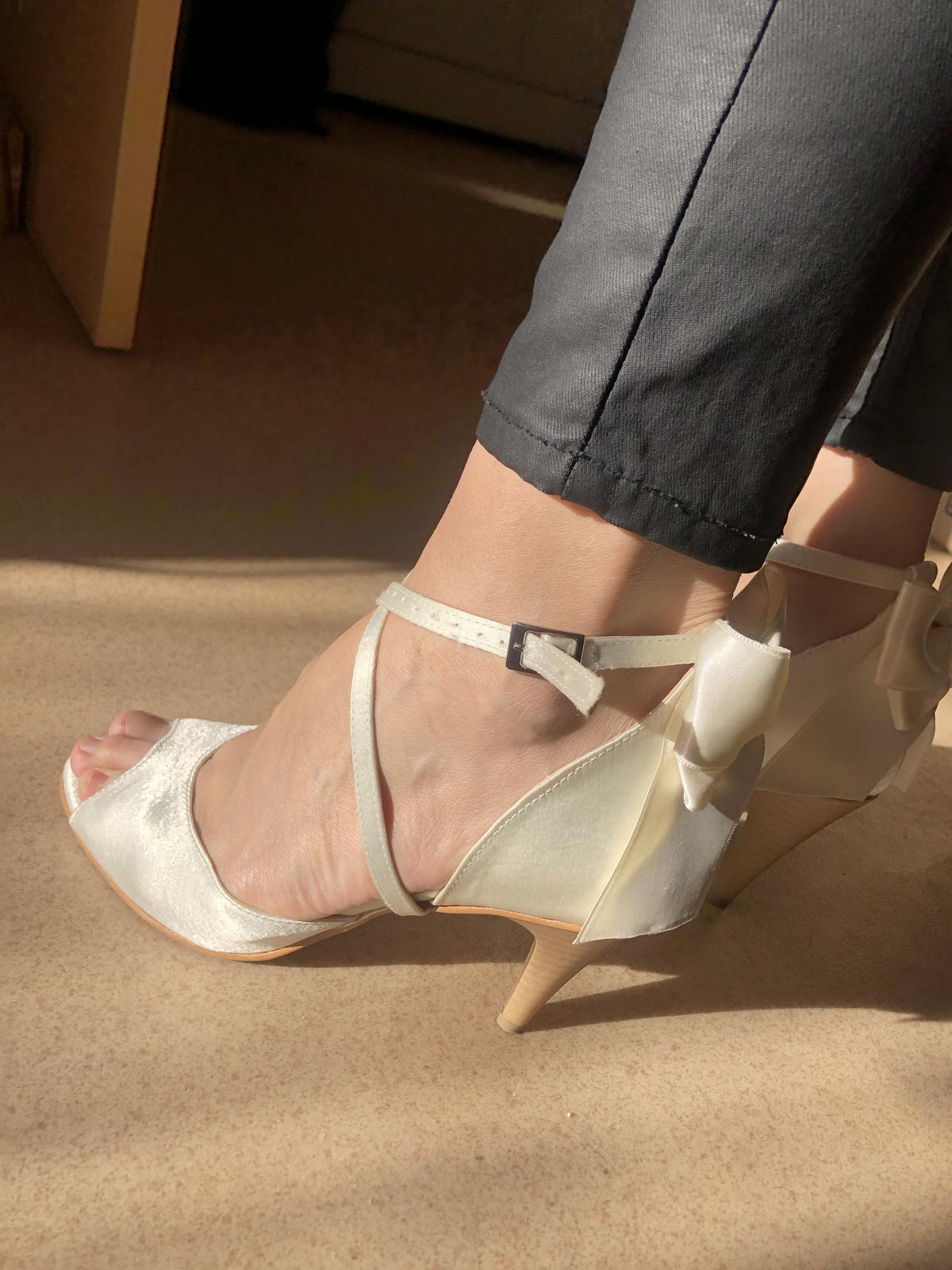 3b21655e2a Svadobné sandále - saténové