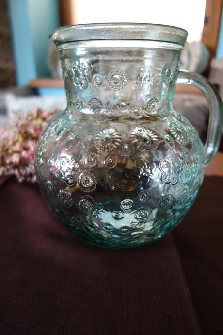 Džbán, váza s kytičkami,