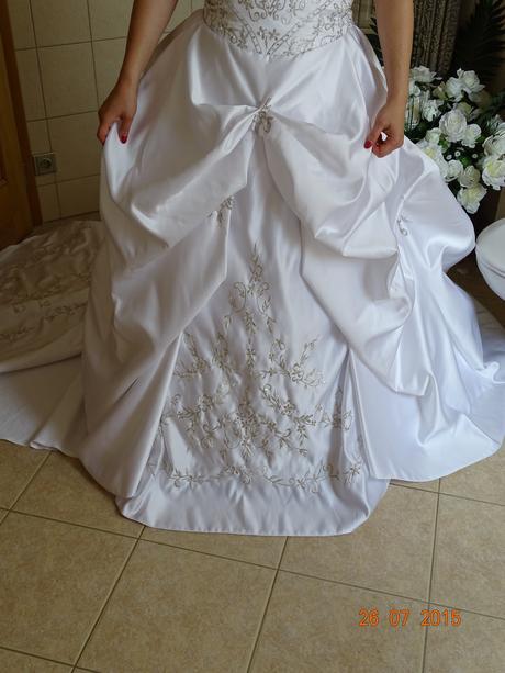 Princeznovské šaty s katedrální vlečkou, 38