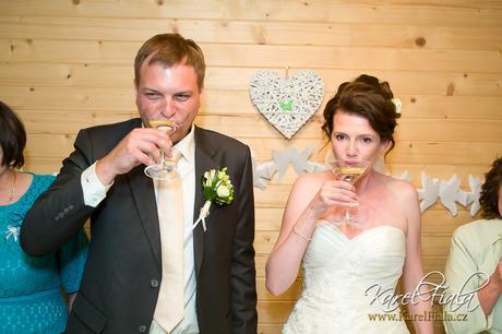 Bílé ratanové srdce na zavěšení - svatební výzdoba,