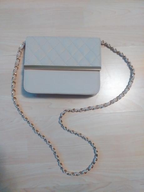 Bežová kabelka so zlatými aplikáciami , S