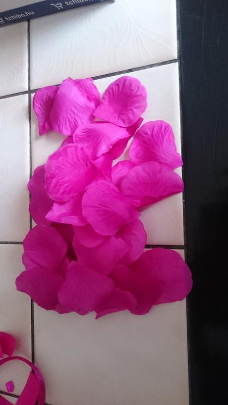 Umělé plátky růží fuchsie /cyklamen ,