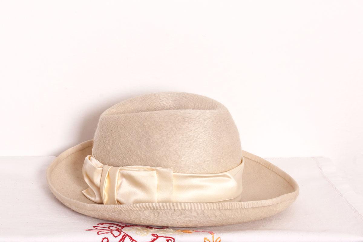 b91bbb83214 Dámský béžový klobouk