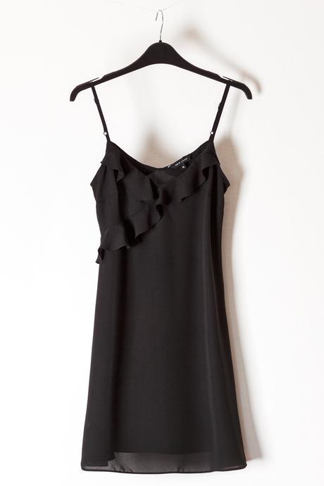 Černé večerní krátké šatičky, nebo dlouhá halenka, 38