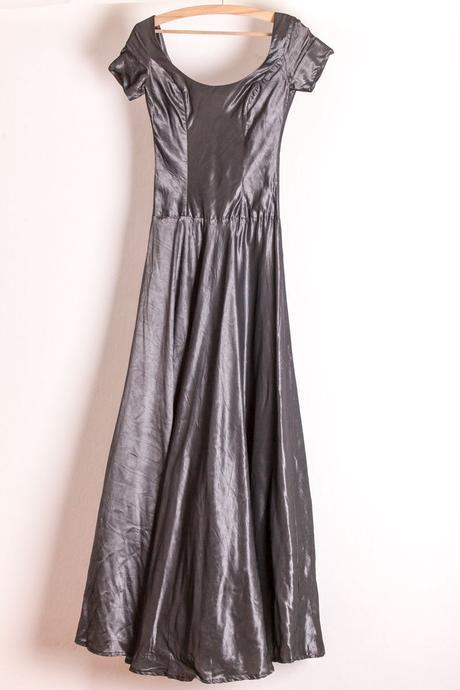 Dlouhé sváteční šaty se spodnicí, 38