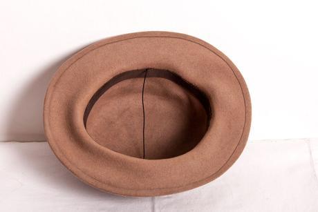 elegantní dámský klobouk hnědé barvy, 58