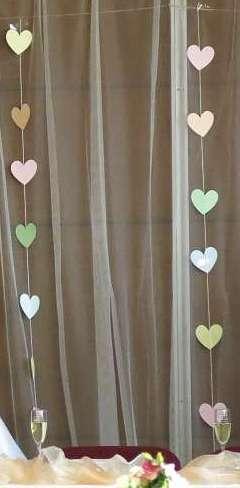 srdce z pastelových barevných papírů,