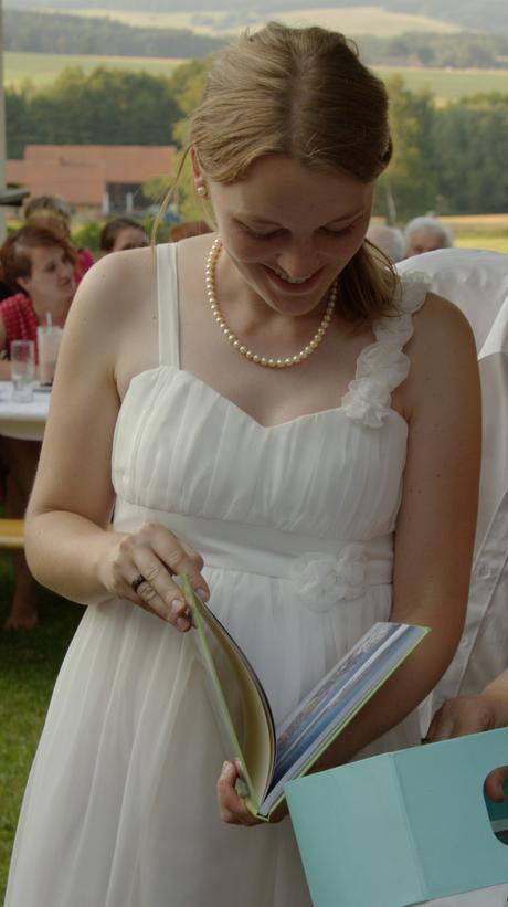Svatební šaty i pro těhotné, 38