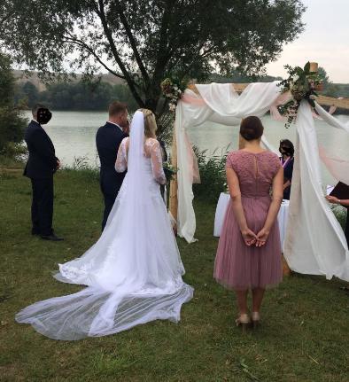 Svatební šaty vhodné pro 42-44-46, 44