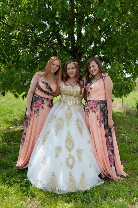 0190fe51813b Zlato biele svadobne saty