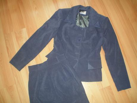 Fialový kostým, 36