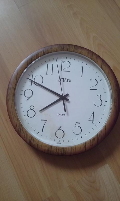 Nastenne hodiny,