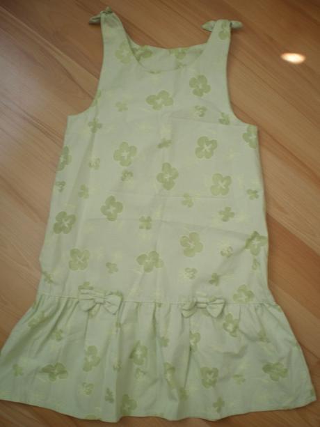 Pekné šaty, 140