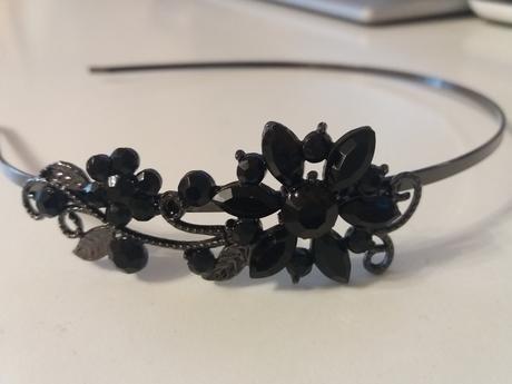bizuteria v čiernej farbe,