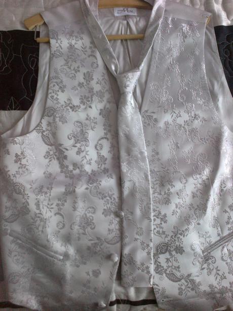 Predaj svadobnej vesticky s kvavatou a vreckovkou, 56