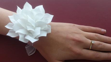Kvet na ruku pre družičky, náramok pre družičky,