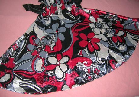 Elastické saténové šaty, M