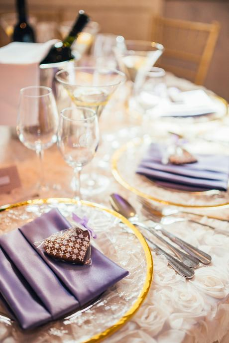 Luxusné klubové taniere so zlatým lemom,