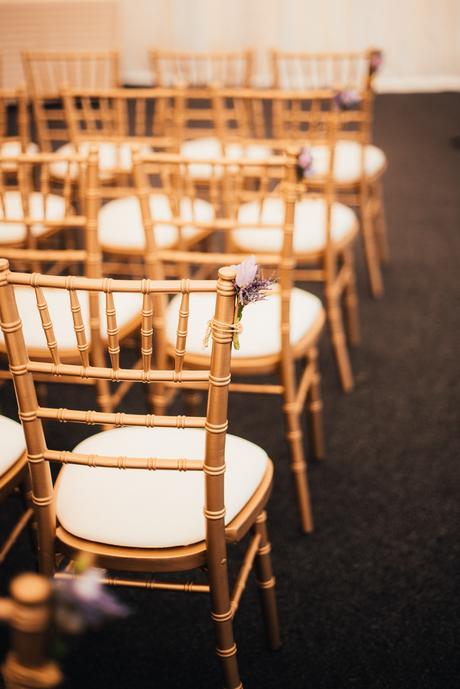 Zlaté chiavari stoličky,